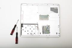 一台现代便携式计算机的后部没有电池的 免版税库存照片