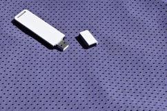 一台现代便携式USB Wi-Fi适配器在紫罗兰色运动服被安置由聚酯尼龙fibe制成 库存图片