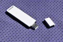 一台现代便携式USB Wi-Fi适配器在紫罗兰色运动服被安置由聚酯尼龙fibe制成 免版税图库摄影