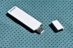 一台现代便携式USB Wi-Fi适配器在蓝色运动服被安置由聚酯尼龙fibe制成 免版税库存图片