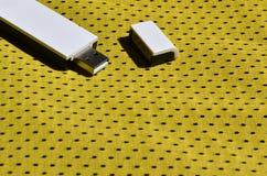 一台现代便携式USB Wi-Fi适配器在黄色运动服被安置由聚酯尼龙fibe制成 免版税库存照片