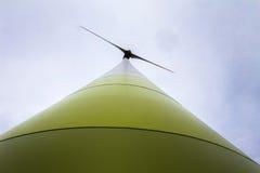 一台现代风轮机 图库摄影