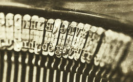 一台老打字机的特写镜头 免版税库存图片