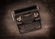 一台老打字机的顶视图 图库摄影
