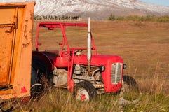 一台老拖拉机在冰岛 免版税库存图片