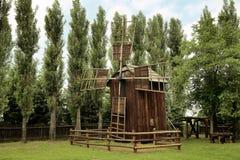 一台老木风车的图片 免版税库存图片