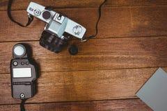 一台老照相机的看法与照片闪光的 图库摄影