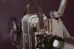 一台老电影放映机的特写镜头 免版税库存照片