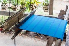 一台老编织机在家,老挝 免版税库存照片