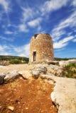 一台老风车在Askos,扎金索斯州海岛 免版税图库摄影
