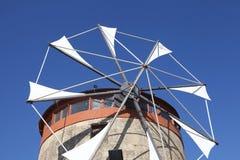 一台老风车的详细资料在罗得岛,希腊的 库存图片