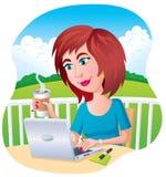 一台膝上型计算机的妇女用咖啡 库存照片