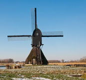 一台荷兰语风车的后侧方 免版税库存照片