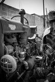 一台被放弃的老拖拉机 免版税图库摄影