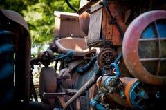 一台被放弃的老拖拉机 免版税库存图片