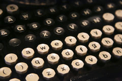 一台非常老打字机的键盘 库存照片