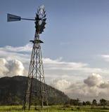 一台风车在澳洲内地澳大利亚 免版税库存照片