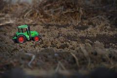 一台绿色拖拉机 免版税库存图片