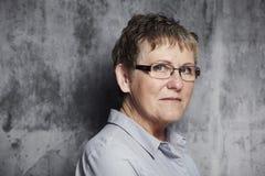一名中年妇女的纵向 免版税库存照片