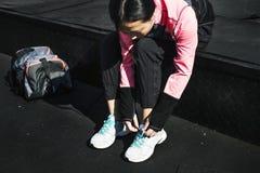 一名亚裔妇女佩带的鞋子 免版税库存图片