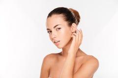 一名俏丽的妇女的秀丽画象有新鲜的皮肤的 库存照片