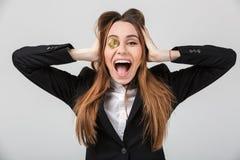 一名叫喊的女实业家的画象在衣服穿戴了 库存图片