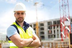 一名可爱的工作者的画象建造场所的 免版税库存图片