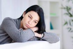 一名哀伤的妇女的纵向 免版税库存照片