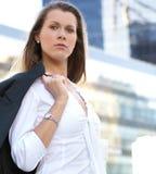 一名女实业家的纵向正式衣裳的 免版税库存图片