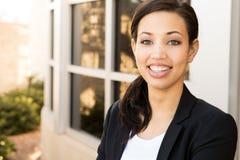 一名女实业家的画象在工作 免版税库存照片