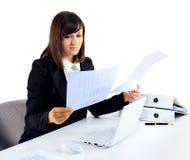 一名女实业家的画象有文书工作的 图库摄影