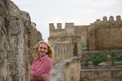 一名妇女在老堡垒 图库摄影