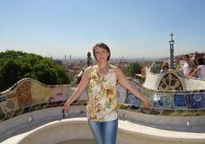 一名妇女在Guell公园  巴塞罗那 免版税库存图片