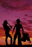 一名妇女的剪影有手枪头发打击牛仔的 免版税图库摄影
