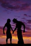 一名妇女的剪影紧的礼服和牛仔的 免版税图库摄影