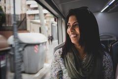 一名妇女的画象在一辆移动的公共汽车上 库存照片