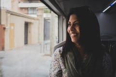 一名妇女的画象在一辆移动的公共汽车上 库存图片