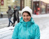 一名妇女的画象在莫斯科街道上的在冬天在俄罗斯 库存照片