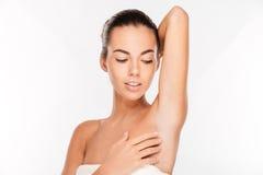 一名妇女的秀丽画象有看新鲜的皮肤的  库存图片