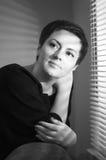 一名妇女的纵向有短发的 免版税库存图片