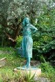 一名妇女的雕象在公园在哈密尔顿,百慕大 库存照片
