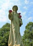 一名妇女的雕象有花的 免版税图库摄影