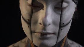 一名妇女的面孔人体艺术机器人的 股票录像