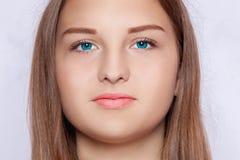 一名妇女的面孔有蓝眼睛的 免版税库存图片