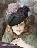 一名妇女的画象有一个用羽毛装饰的帽子的(所有人被描述不更长生存,并且庄园不存在 供应商保单Th 免版税库存照片
