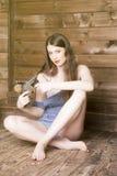 一名妇女的画象有长的流动的头发的 免版税库存照片
