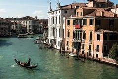一名威尼斯式平底船的船夫 免版税库存照片