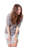 一名微笑的妇女在工作室 免版税库存图片