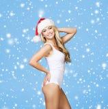一名性感的妇女的画象圣诞老人帽子的 免版税库存图片