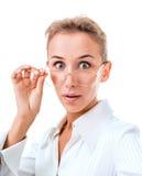 一名惊奇的妇女的纵向戴眼镜的 免版税库存照片